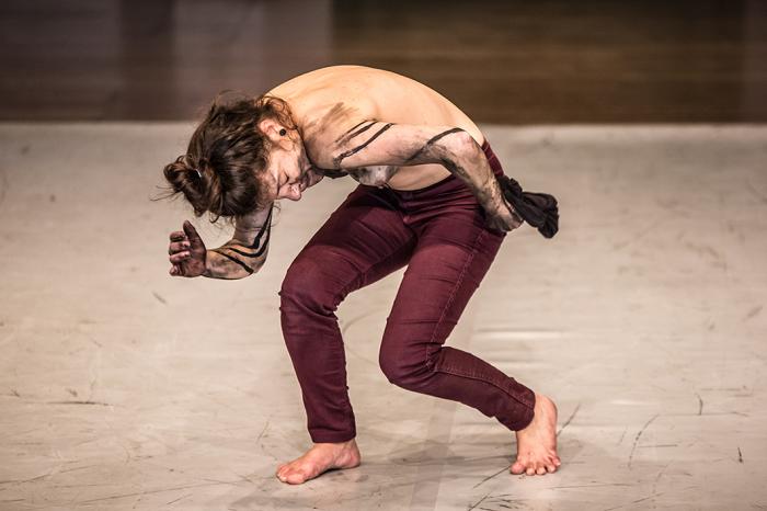 Michelle Moura | FOLE | performance sonora e de hiperventilaçao | FIDCU. Montevideo, 2014 © Nacho Correa